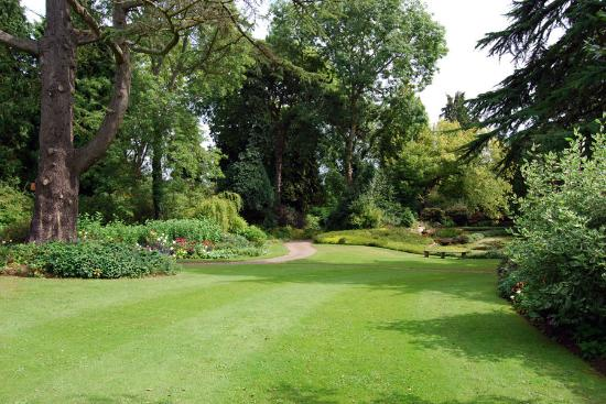 grounds-of-dewstow-gardens
